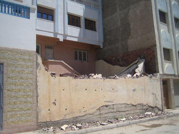 هدم سور مقر المكتب الجهوي لوكالة المغرب العربي للأنباء بالحسيمة