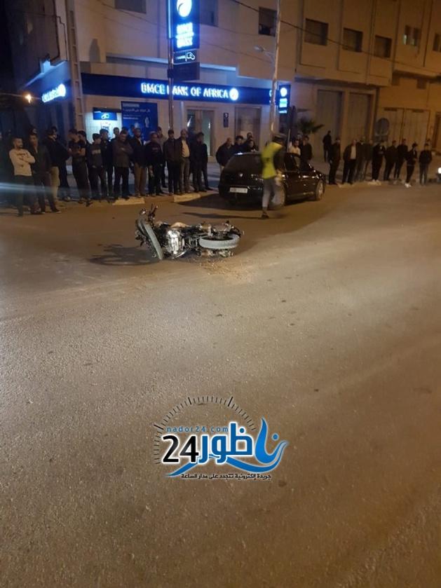 بالصور: نقل شاب عشريني للمستشفى بعد أن دهسته سيارة وهو على متن دراجة نارية ببن طيب