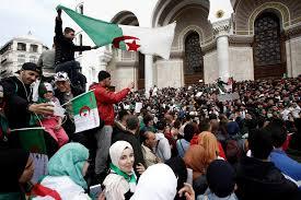 الجزائر: استمرار المظاهرات المطالبة بتنحي بوتفليقة