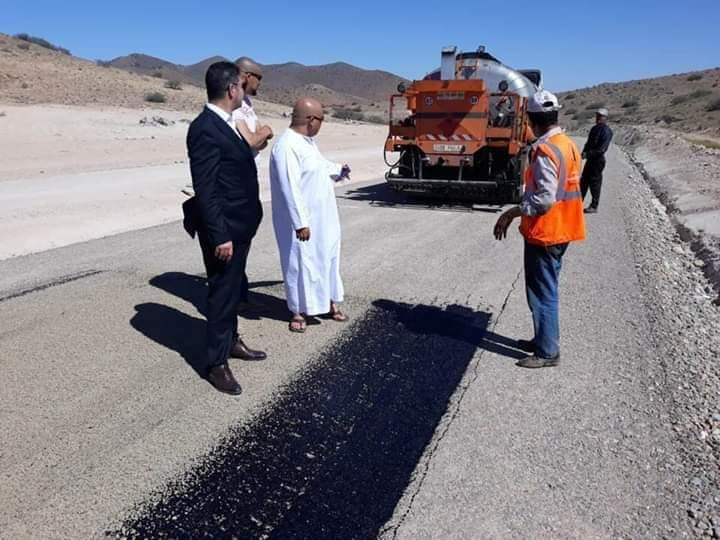 بالصور..  رئيس مجلس إقليم الدريوش يقوم بزيارة تفقدية لأشغال ورش إنجاز طريق تسلي