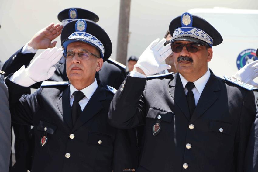 توشيح المراقب العام عبد الكريم شوقي بوسام ملكي سامي خلال إحتفالية تأسيس المديرية العامة للأمن الوطني بالناظور