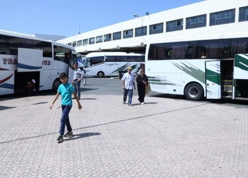 """مع انتهاء عطلة العيد..أسعار تذاكر الحافلات تتضاعف ومواطنون: """"السرقة عاين باين"""