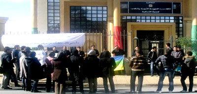 وقفة احتجاجية لمجموعة حاملي الشهادات الدراسات الأمازيغية المعطلين أمام مقر الأكاديمية بوجدة