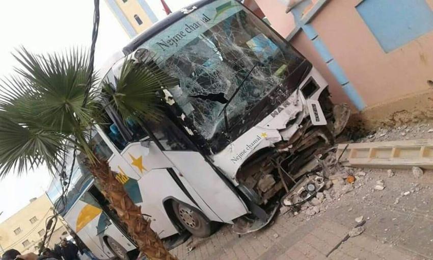 بالصور.. إصطدام حافلة لنقل المسافرين بعمود كهربائي بجماعة تيزطوطين