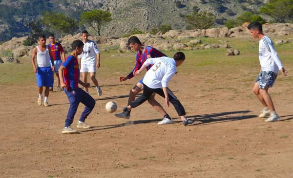 سميرة يعقوبي: موهبة كروية ضائعة تناشد المسؤولين الالتفاتة من أجل إثبات جدارتها في مجال الرياضة النسوية