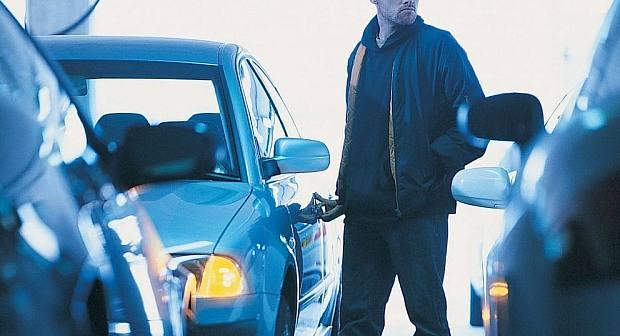 سرقة سيارة ومنزلين بمدينة سلوان