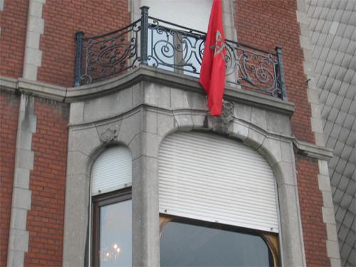 موظف يتحرش ببنات الجالية داخل القنصلية المغربية بلييج