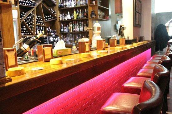 ابتداء من يوم الأربعاء.. المطاعم التي تقدم الخمر لزبنائها تستأنف عملها وفق شروط