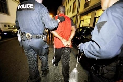 اعتقال ريفي ضمن شبكة كبار التهريب المخدرات وتبييض الأموال بسويسرا