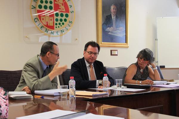 """تطبيق مدونة الأسرة المغربية فوق التراب الإسباني"""" موضوع لنيل رسالة دكتوراه بإسبانيا للباحثة كريمة ولدعلي"""