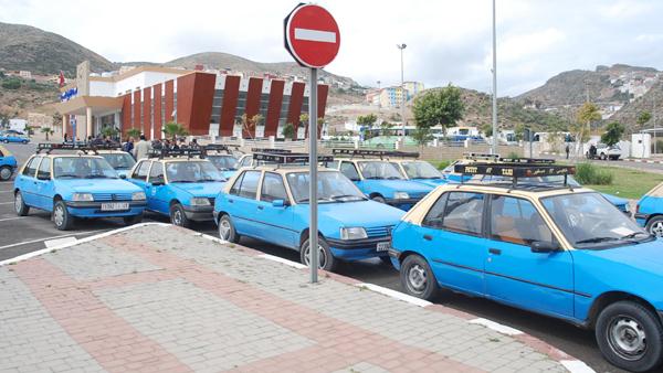 """مشاكل قطاع النقل الحضري بالحسيمة """"سيارة الأجرة الصغيرة"""" نموذجا."""