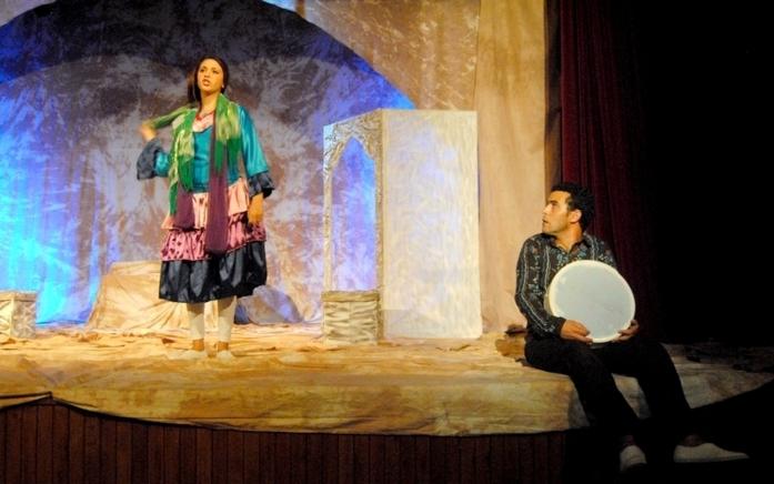 """""""إمشذاح"""" لعزيز الابراهيمي و اخراج فريديريك فوزيبي على خشبة المسرح بالحسيمة"""