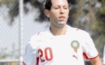 أندية عربية و إسبانية تغازل لاعب فريق الرجاء البيضاوي إبن الريف عادل كروشي