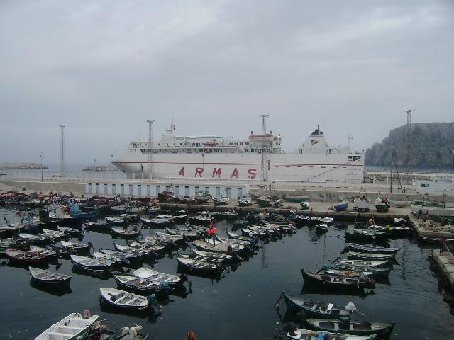 """رحلات """"أرماس"""" متنفس الحسيمة الوحيد إلى أوروبا"""