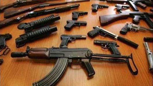 وزير الداخلية يقر بدخول أسلحة مهربة من معبر بني أنصار الى الناظور