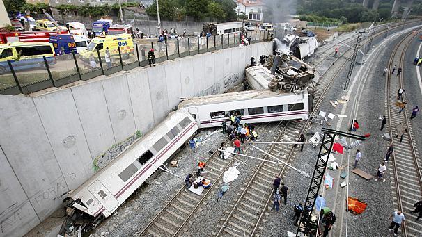 أكثر من 60 قتيلاً و100 جريح في حادث قطار بإسبانيا