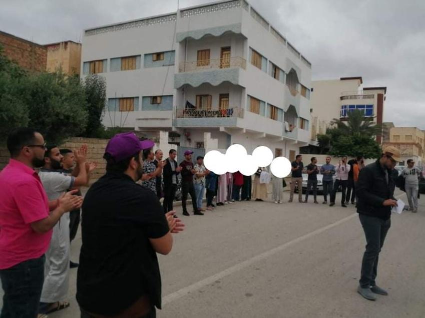 الدريوش: الأساتذة الذين فرض عليهم التعاقد يخوضون وقفة احتجاجية أمام مديرية التعليم احتجاجا على مجموعة من المشاكل