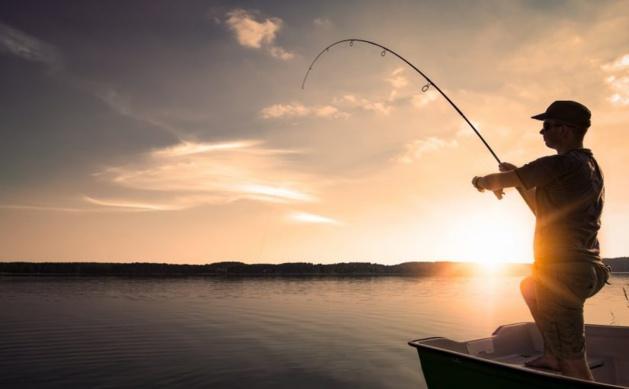 مُمارسو الصيد بالقصبة يستغربون من منع مزاولة رياضتهم رغم قرار عامل الناظور
