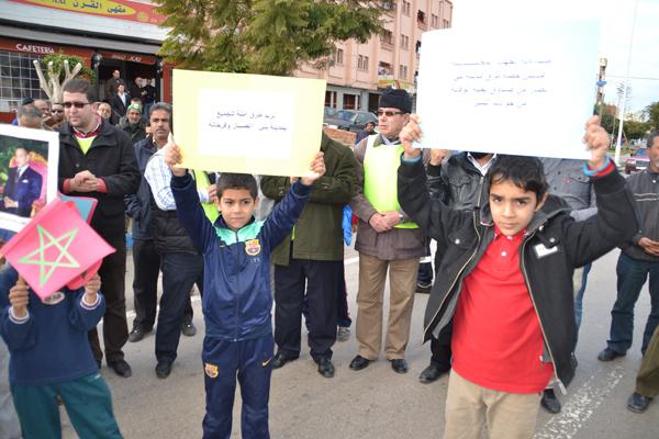 منظمة حقوقية تشتكي 19 جمعية من بني أنصار إقليم الناضور لإشراكها اطفال قاصرين في وقفة احتجاجية غير مرخصة و تعريضهم للخطر.