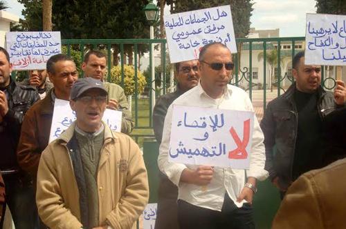 """موظفون بالدريوش يحتجون ضد رئيس جماعة """"أزلاف"""" ويستنكرون صمت وزارة الداخلية"""