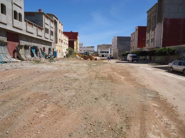 بلدية بن الطيب تواصل فتح طريق جديد وخلق مساحات خظراء