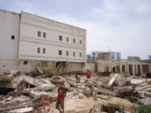بلدية بن الطيب تستمر في عملية هدم المحلات التجارية قصد انهاء أشغال المركب التجاري الجديد