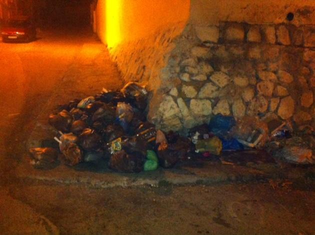 حي ´ ديور الملك  بالحسيمة يشتكون ضعف خدمات شركة النظافة