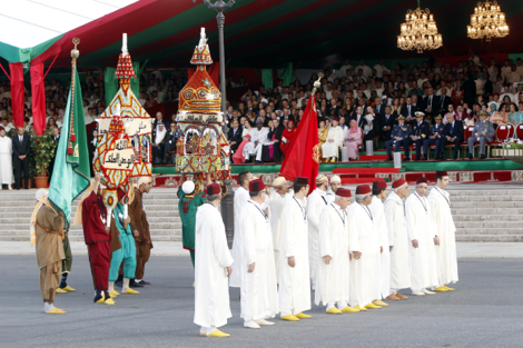 """طقسَـا """"البرزة والتهضيرة"""" يؤثثان زفاف أشهر عزاب المغرب"""