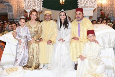 """صور :  الملك محمّد السادس يتصدّر """"حفل البرزَة"""" للأمير رشيد وعقيلته"""