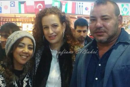 صورة أخرى للملك محمد السادس والأميرة لالة سلمى مع طالبة مغربية بتركيا