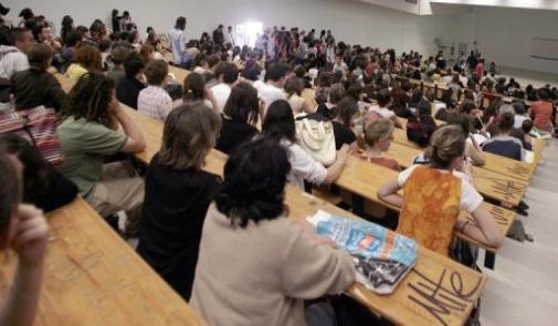 بنخلدون: حوالي 240 ألف طالب سيستفيدون من التغطية الصحية مجانا