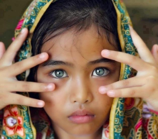 بالصور .. أجمل عيون البشر وأغربها !! سبحان الله