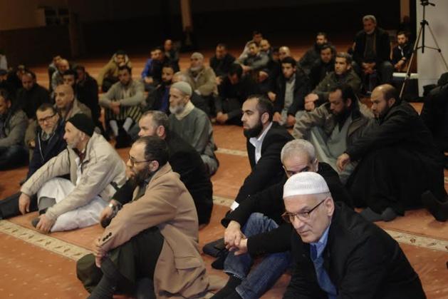 وسط حضور لافت،مسجدي ميخلن (السنة) و البراق  يعقدان محاضرة نصرة للرسول عليه الصلاة والسلام.
