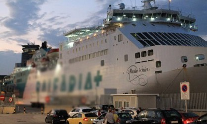 800 مسافر مغربي عالق بميناء اسبانية