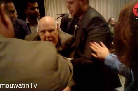 """بالفيديو: تعنيف مهاجر مسن في لقاء حضره وزير الجالية """"أنيس بيرو"""""""