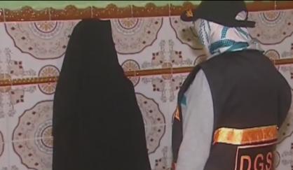 شاهد: لحظة القبض على فتاة قاصر لها علاقة بخلية إرهابية