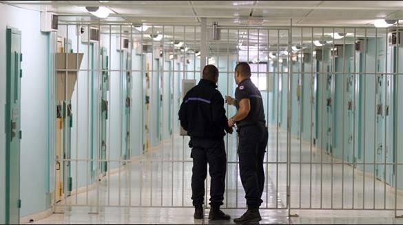 هكذا يقضي سعد المجرد يومه بأخطر سجون فرنسا (صور)   المزيد