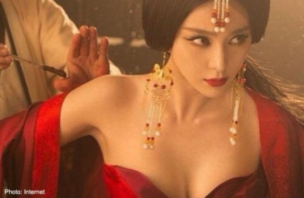 بالفيديو والصور مسلسل صينى يثير غضب الجمهور بسبب فساتين الممثلات العارية