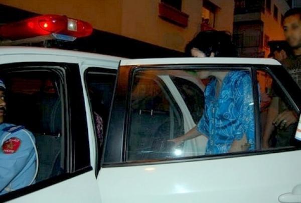 عوتاني... زوج يضبط زوجته تخونه رفقة عشيقها داخل سيارة ومواطنون يستنكرون   المزيد