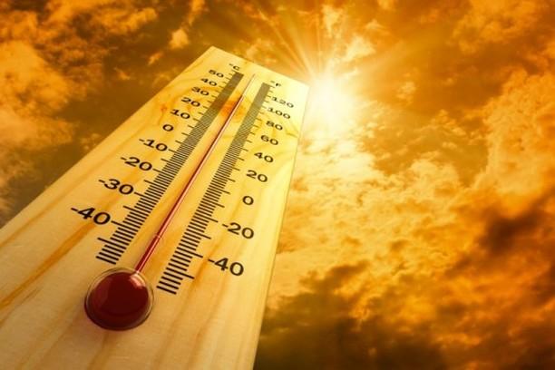 طقس الجمعة بالمغرب .. الحرارة تعود بقوة في أغلب المناطق