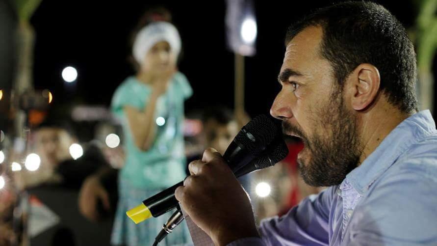"""الفيديوا الذي لن تندم على مشاهدته...الفنان الأمازيغي """"الروبيو بنطيب"""" يعني لحراك الريف"""