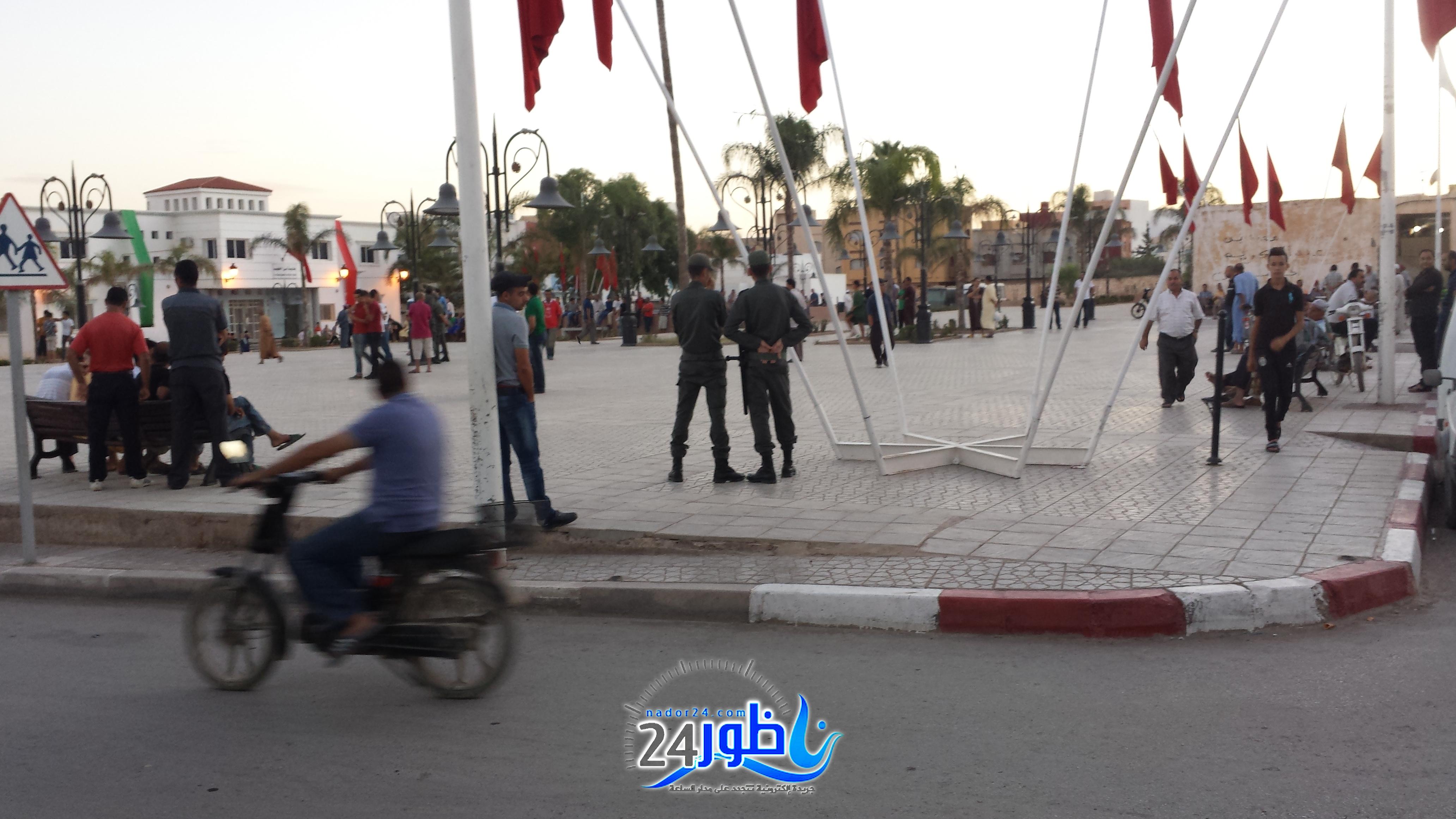 ببن طيب:رجال الأمن يمنعون نشطاء من إلصاق صور لعماد العتابي و يطوقون ساحة عمومية +صور