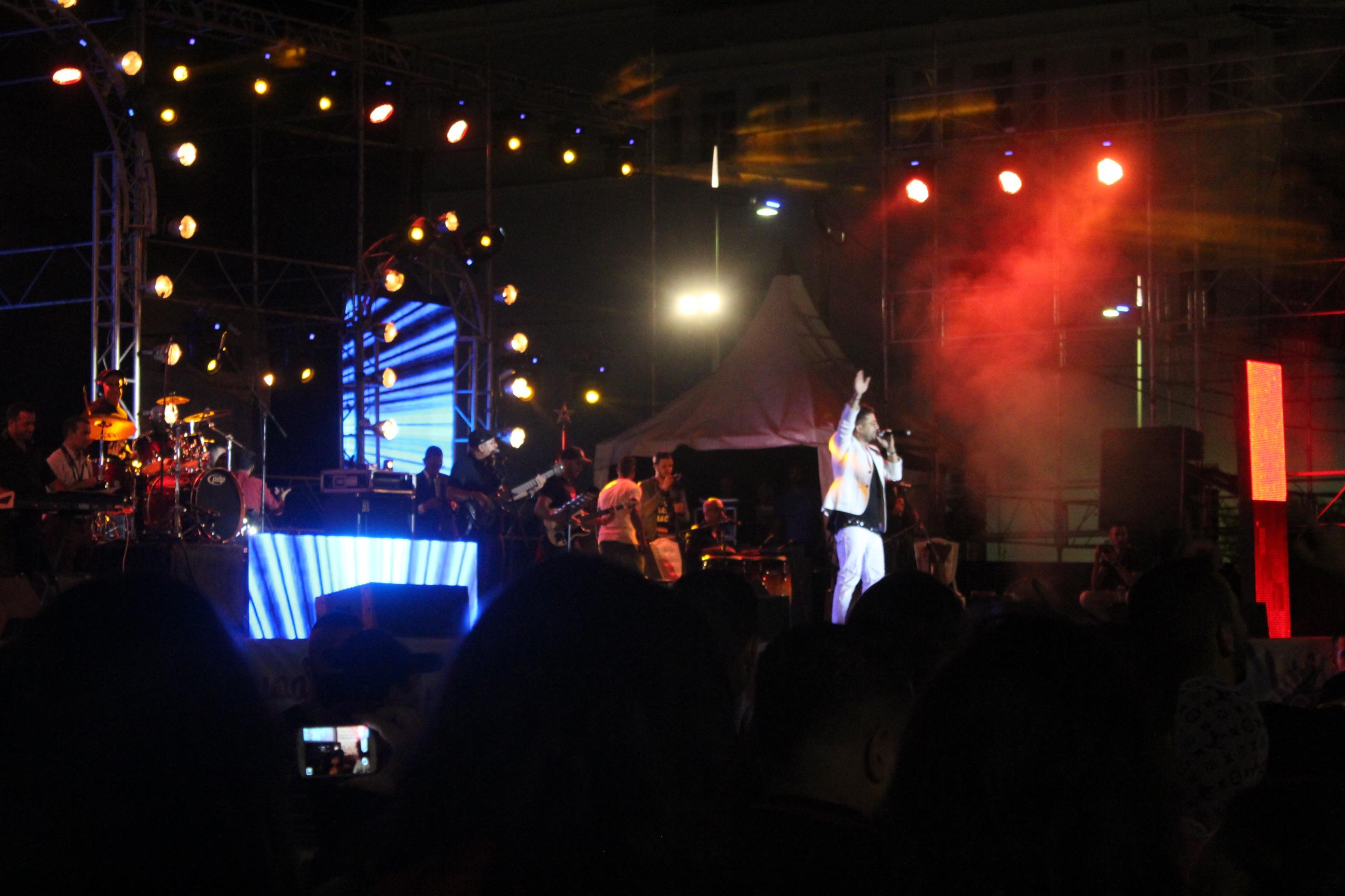 شاهد بالصور:حاتم عمور, براني , زيكو , ليندوا والرحماني يأثثون خشبة الكورنيش بأغانيهم الجميلة