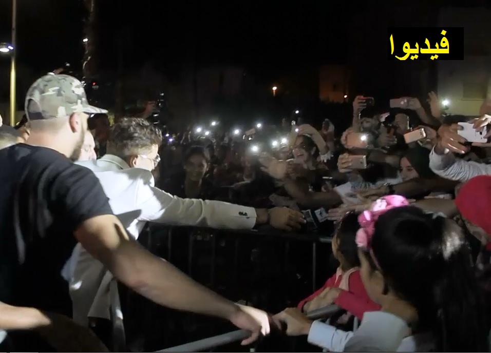 """شاهد حاتم عمور يصافح مئات الناظوريين وسط ترديد أغنية """"حسدوونا"""""""