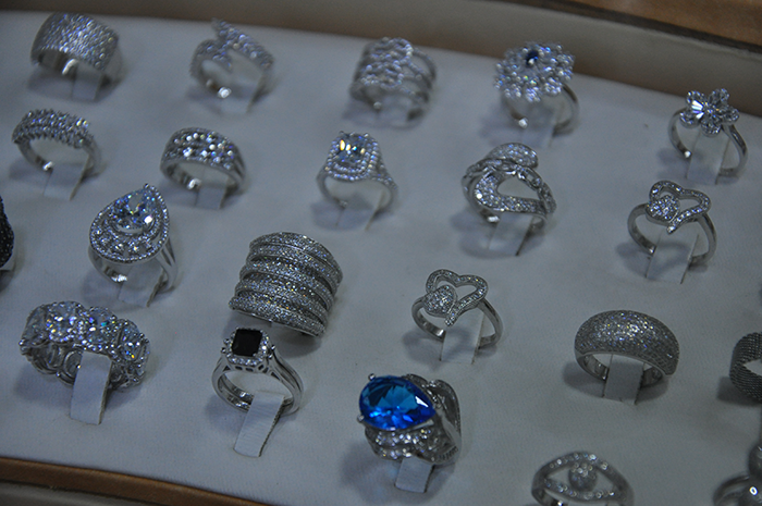 عاجل : جديد  مجوهرات منير المتخصص في بيع الساعات عنوان لعشاق الذوق الرفيع