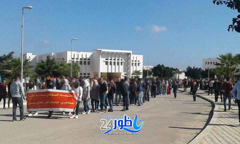 بالصور:الحي الجامعي ومطالب أخرى تخرج طلبة سلوان لإغلاق الطريق بين الناظور و وجدة