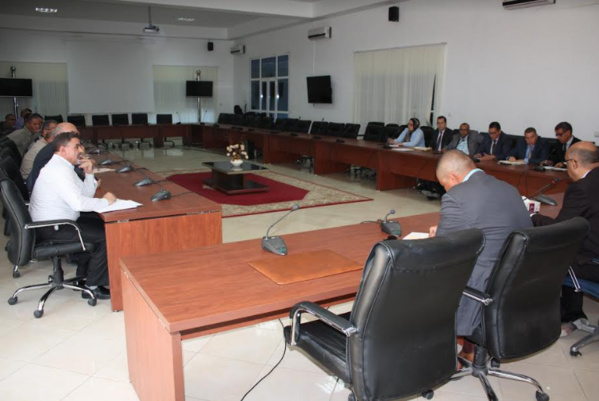 بالصور:عامل الدريوش والنائب الثاني للمجلس الإقليمي يعقدون اجتماعا حول مخاطر الفيضانات وكيفية مواجهة أخطارها