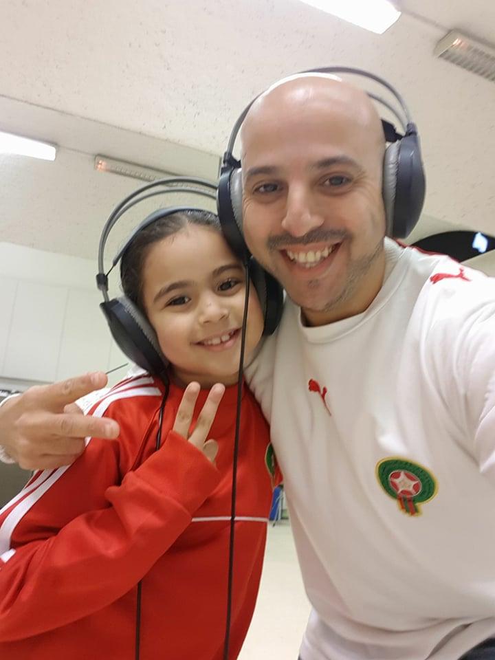 بالفيديوا:يوسف الريفي يهدي لأسود الأطلس أغنية رائعة قبل لحظات من الواجهة