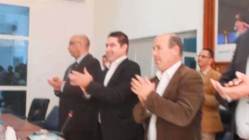 بالفيديوا:أعضاء مجلس إقليم الدريوش وعامل الإقليم يقفون للتصفيق للمنتخب الوطني بمناسبة تأهله لمونديال روسيا