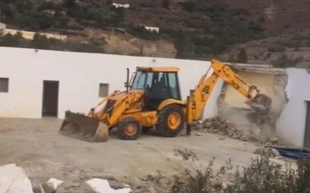 خطير: مستشار جماعي بالناظور يتعرض لهجوم شرس للإستيلاء على أرضه بجماعة بني سيدال الجبل +فيديو وصور